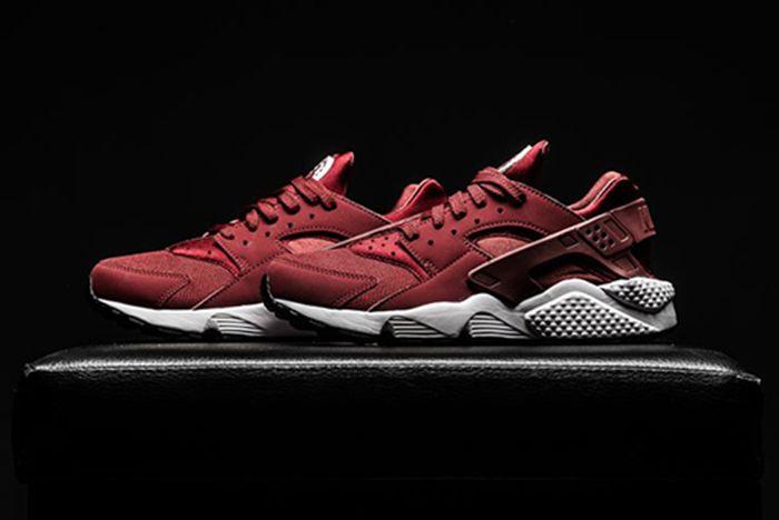 Nike Air Huarache Team Red Feature