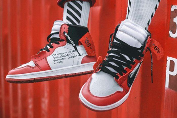 Off White X Air Jordan 1 On Feet3