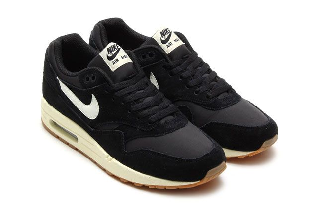 Air Max 1 Essential Blk Perspective