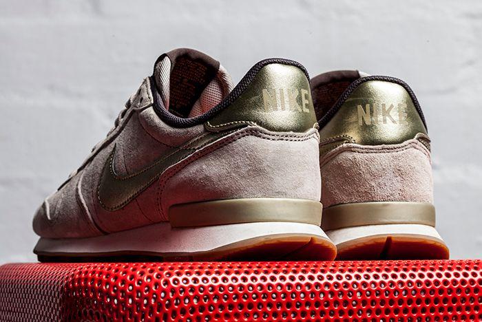 Nike Internationalist Gold Beige 2