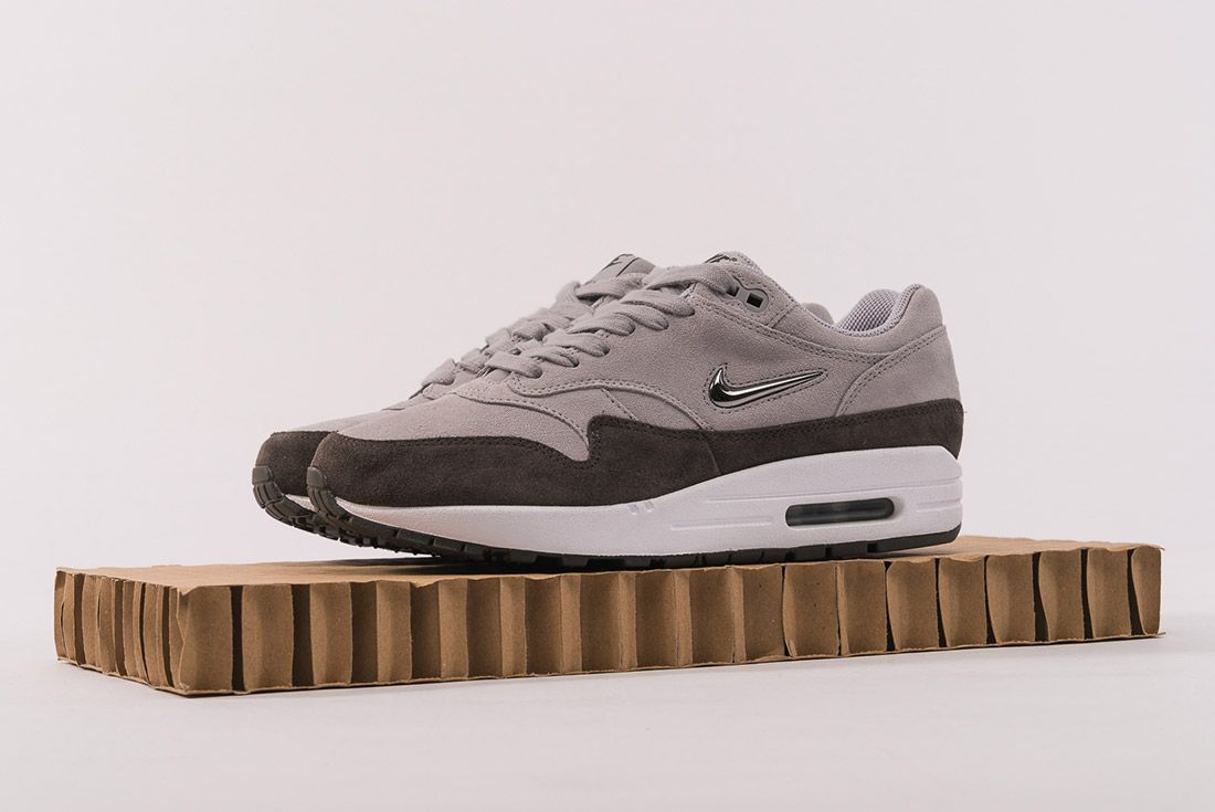 Nike Air Max 1 Jewel 4