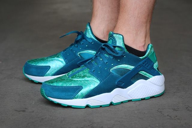 Nike Air Huarache Green Abyss Turbo Green On Foot 1
