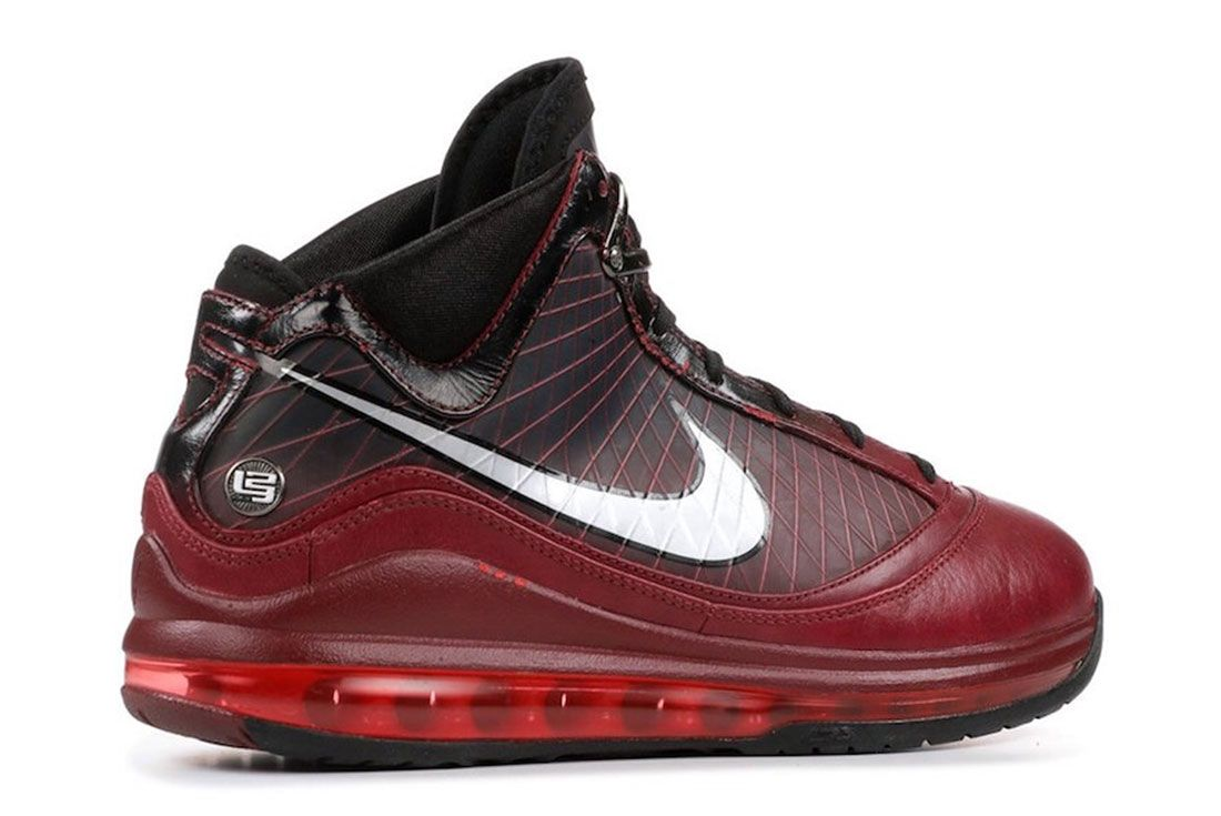 Nike Le Bron 7 Christmas 2019 Release Date 2 Angle Heel