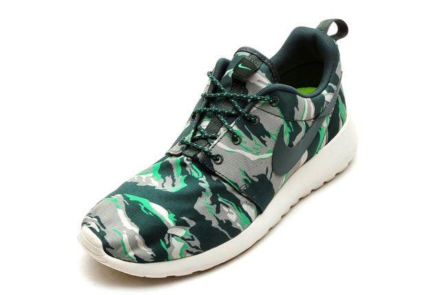 Nike Rosherun Forest Camo Green Front Quarter 1