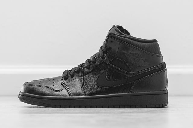 Air Jordan 1 Mid Essentials Pack 4