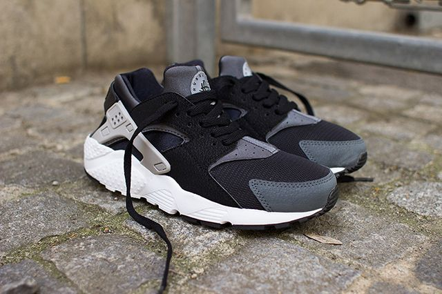 Nike Air Huarache Junior Black Wolf Grey 1
