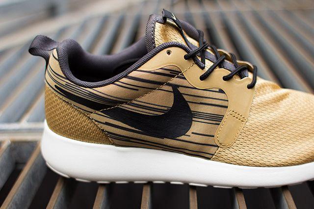 Nike Roshe Run Hyperfuse Gold Black 2