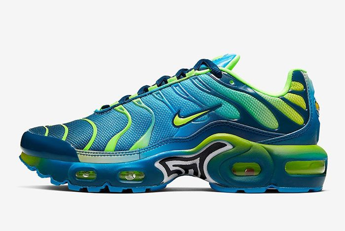 Nike Air Max Plus Gradient Blue Left
