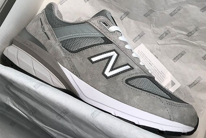 New Balance 990 V5 Box