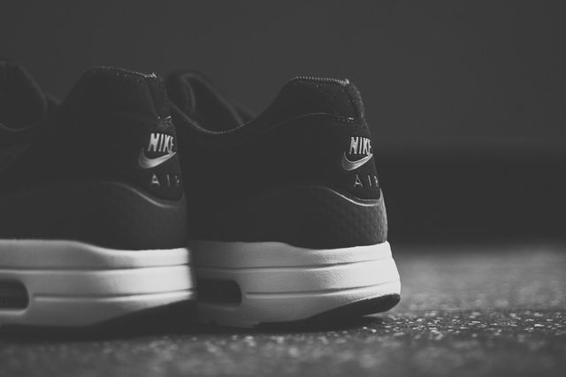 Nike Air Max 1 Ultra Moire Black Dark Grey 1