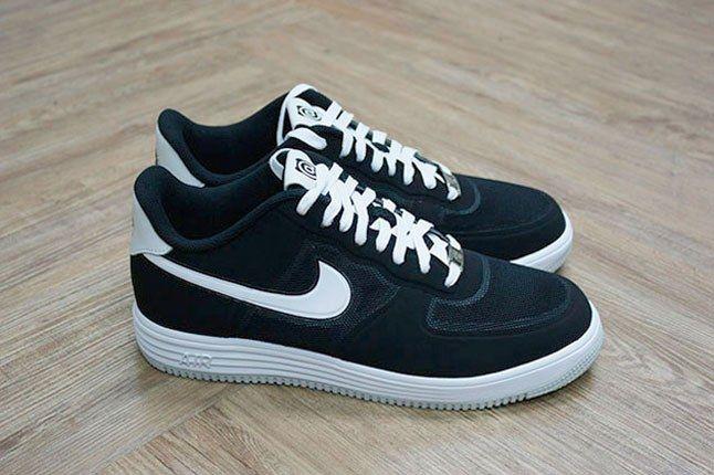 Black Bearbrick Nike 1