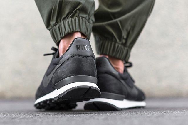 Nike Internationalist Tech Fleece Black 2