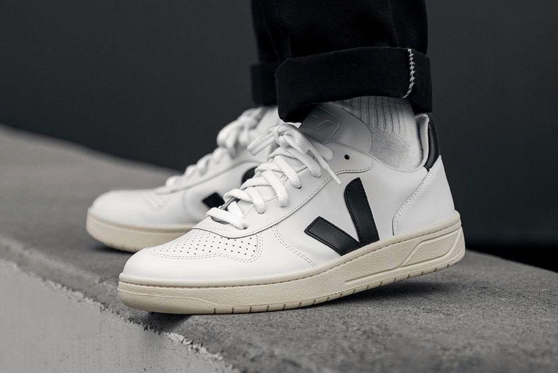 Veja V 10 Black And White On Foot Lateral Side Shot