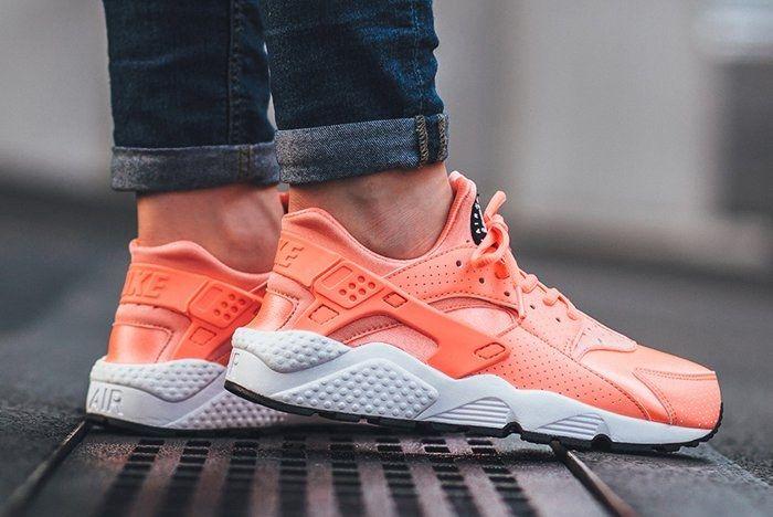 Nike Air Huarache Atomic Pink 02