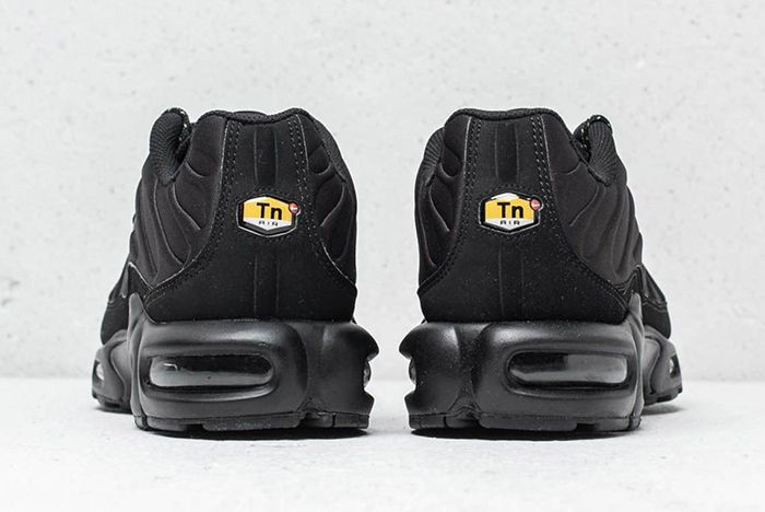 Nike Air Max Plus Se Triple Black Midnight Navy 3