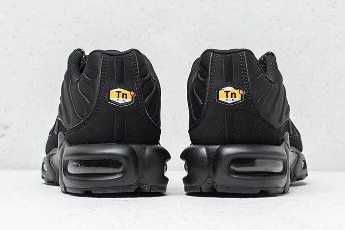 Nike Air Max Plus Se Triple Black Midnight Navy 3