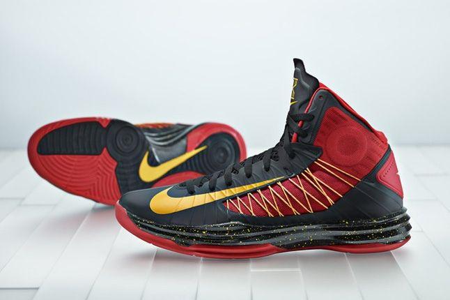 Nike Kyrie Irving Nike Hyperdunk Pair 1