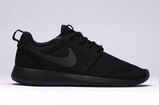 Nike Roshe Run Triple Black 1