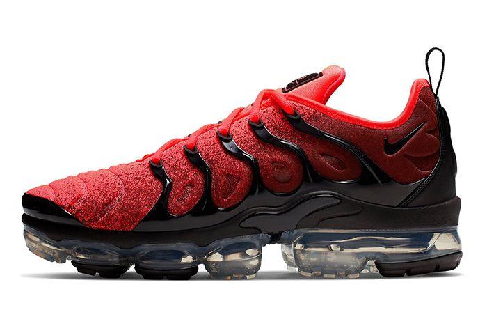 Nike Air Vapor Max Plus Black Flash Crimson Left