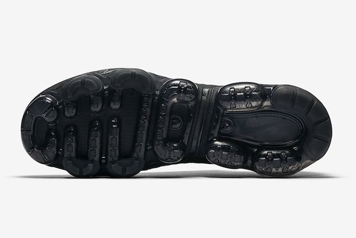 Nike Air Vapormax Triple Black 1