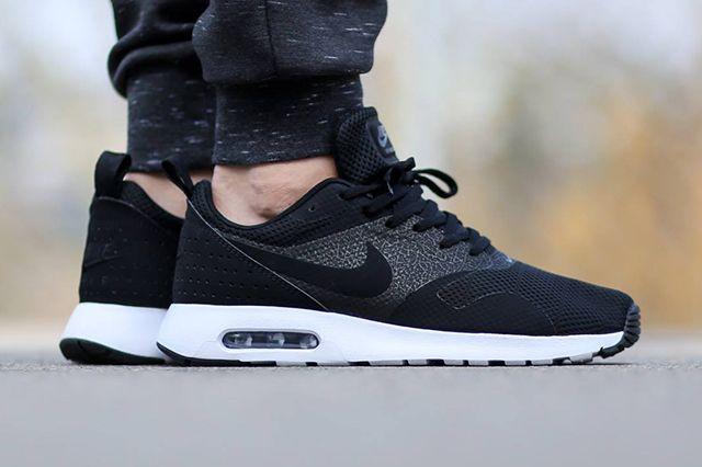 Nike Air Max Tavas Se Black White 2