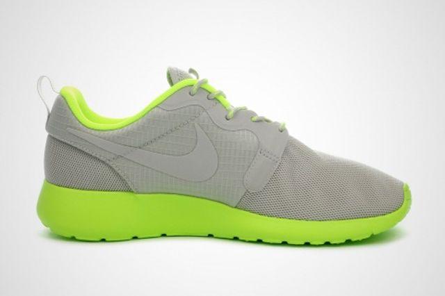 Nike Wmns Roshe Run Volt 3