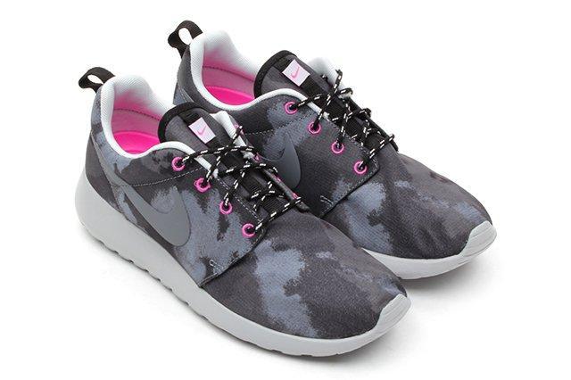 Nike Roshe Run Print Cool Grey Club Pink
