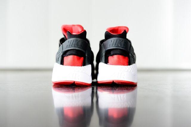 Nike Huarache Black Uni Red Bumper 2