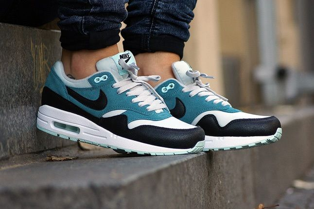 Nike Am1 Wmns Fall Overkill Delivery 4