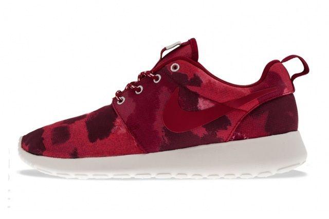 Nike Rosherun Fusion Red Profile