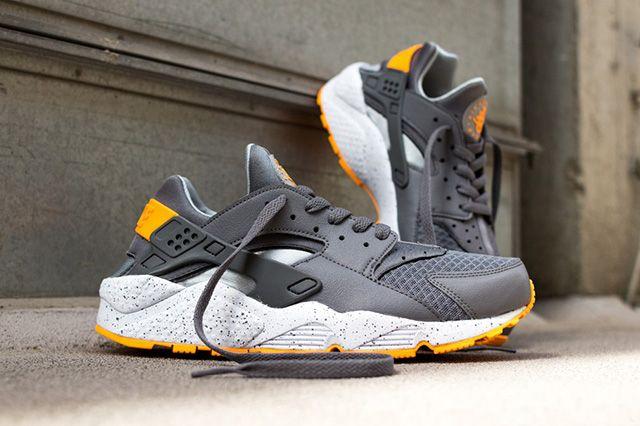 Nike Air Huarache Cool Grey Atomic Mango