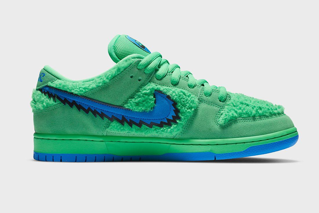 Grateful Dead x Nike SB Dunk Low Green Right