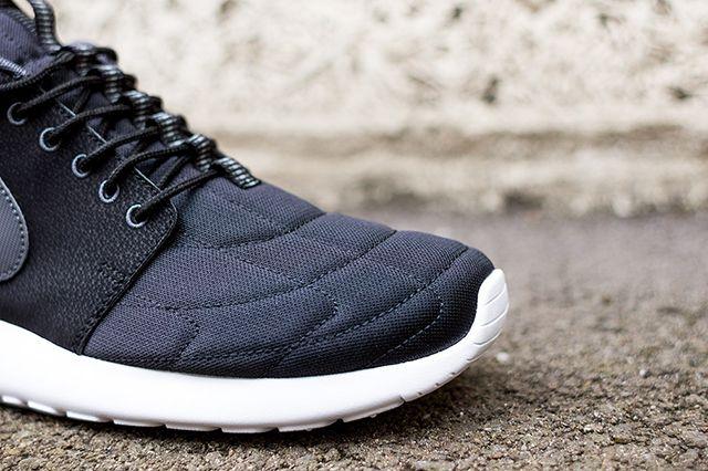 Nike Rosherun Mid Black Stitch 4