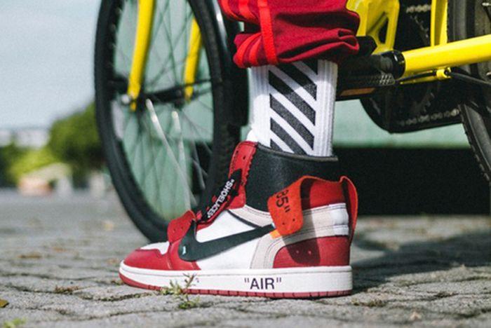 Off White X Air Jordan 1 On Feet2