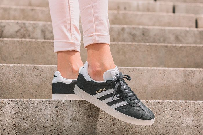 Adidas Gazelle Wmns Core Black Crystal White Chalk White 1