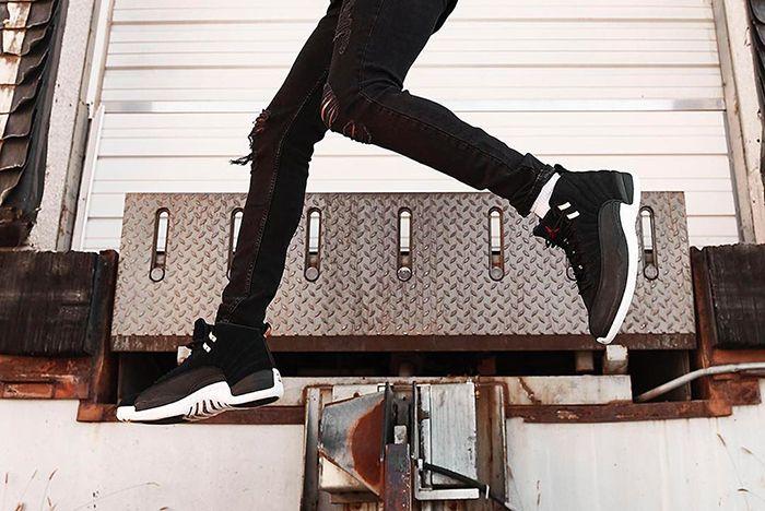 Air Jordan 12 Reverse Taxi On Foot Jumping