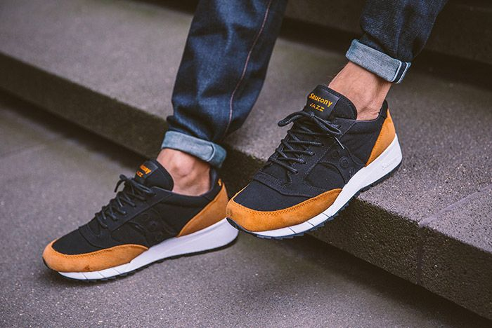 Saucony Jazz 91 Black Yellow On Feet 4