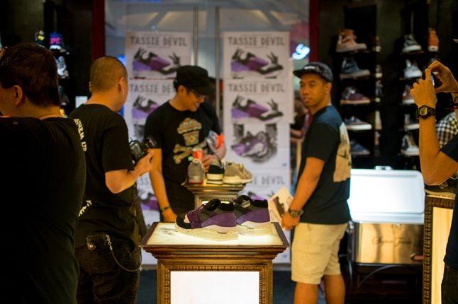 Sneaker Freaker X New Balance 998 Tassie Devil Limited Edt Launch Devil Store 1