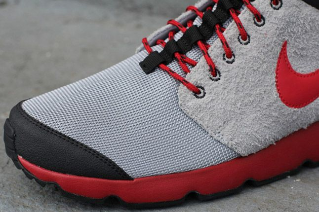 Nike Roshe Run Trail Wolf Grey Gym Red Toe 1