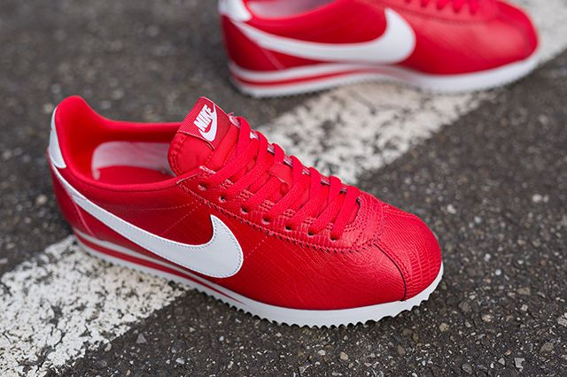 Nike Wmns Cortez Red 3