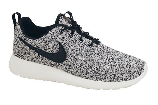 Nike Roshe Run Speckle Black Profile 1