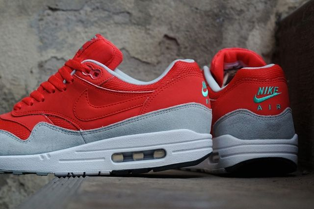 Nike Wmns Air Max 1 Daring Red Grey Mist 2
