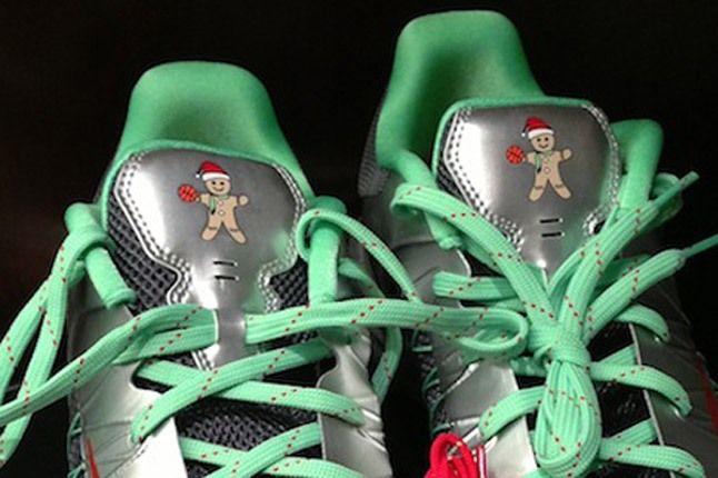 Christmas Nike Hyperdunk Low Gingerbread Tongue 1