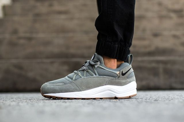 Nike Hua Light Tumbled Grey Bump 1