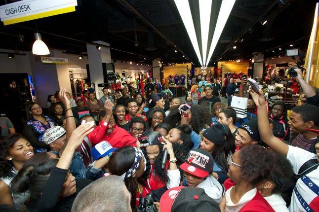 Teyana Taylor Glc Launch Performance Crowd Scrum 1