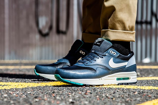 Nike Air Max 1 Ivory Dark Grey 2