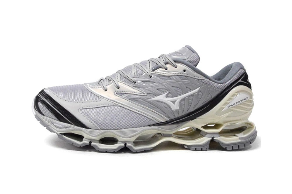 Mizuno Wave Prophecy D1GA213905