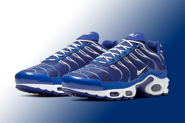 Nike Air Max Plus Cw7024 400 Front Angle