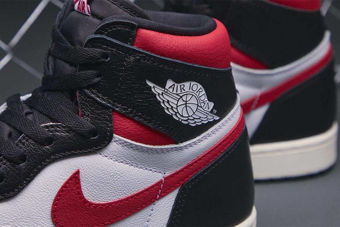 Air Jordan 1 Gym Red 555088 061 Close Up Collar Shot