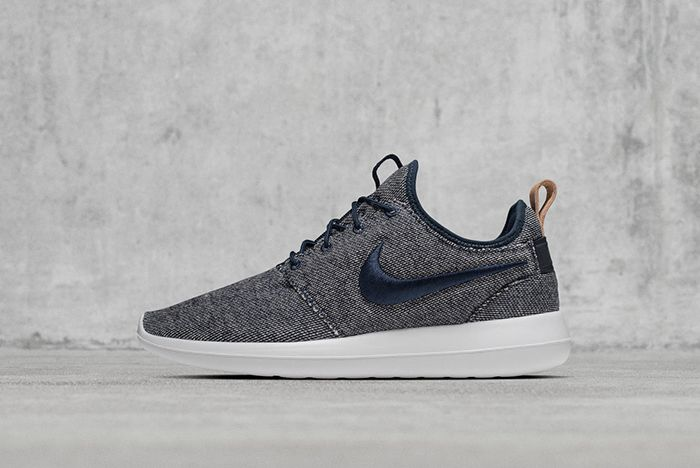 Hot On The Heels Of Their Recent Colab The Swoosh And Loopwheeler Have Just Worked Together On Two New Sneakers A Roche Two And An Aptare Se 8